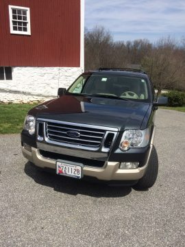Great condition 2010 Ford Explorer Bronze/Silver 4×4 for sale
