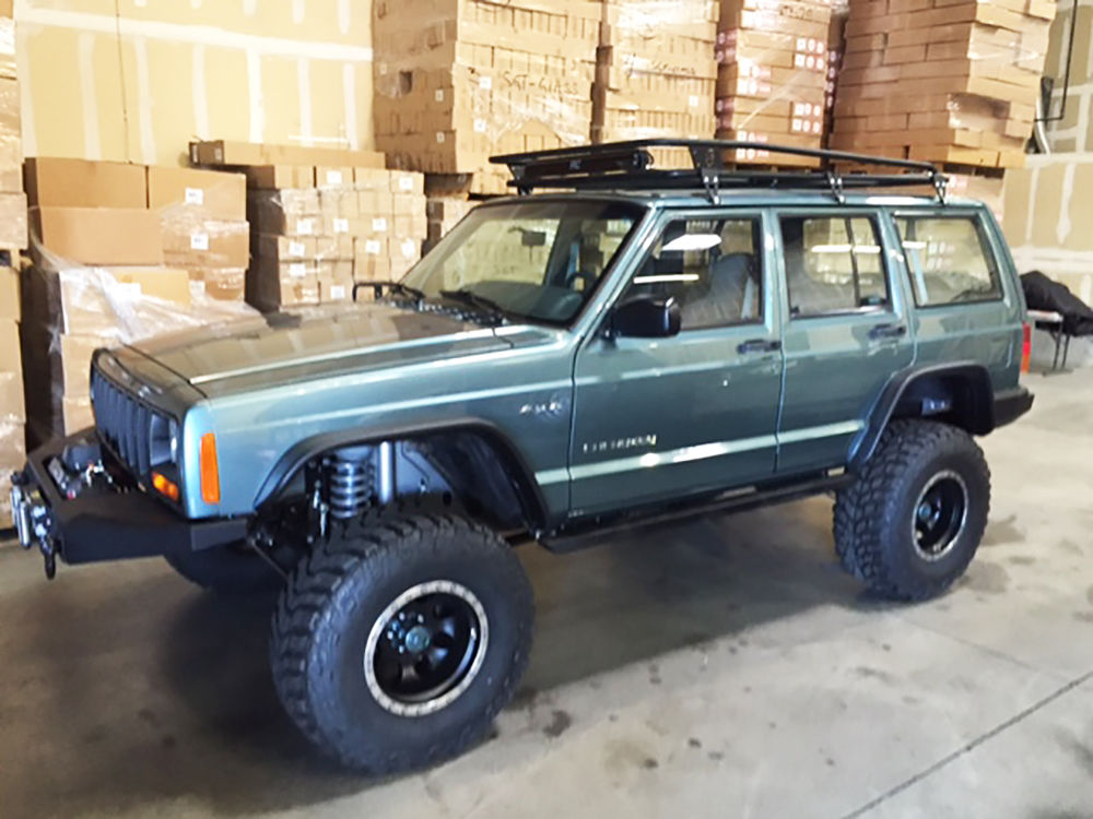 New paintjob 1999 Jeep Cherokee XJ 4×4 for sale
