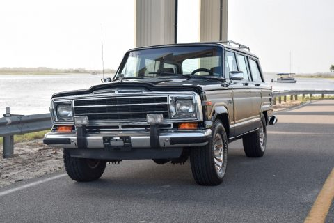 Fuel injected 1990 Jeep Wagoneer 4×4 for sale