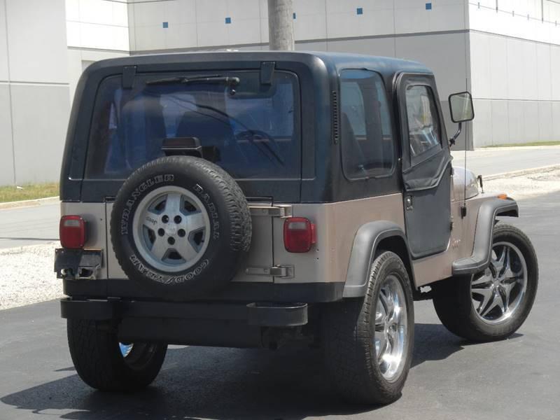 Never damaged 1995 Jeep Wrangler Rio Grande 4×4