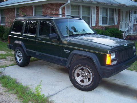 Well maintained 1995 Jeep Cherokee 4×4 for sale