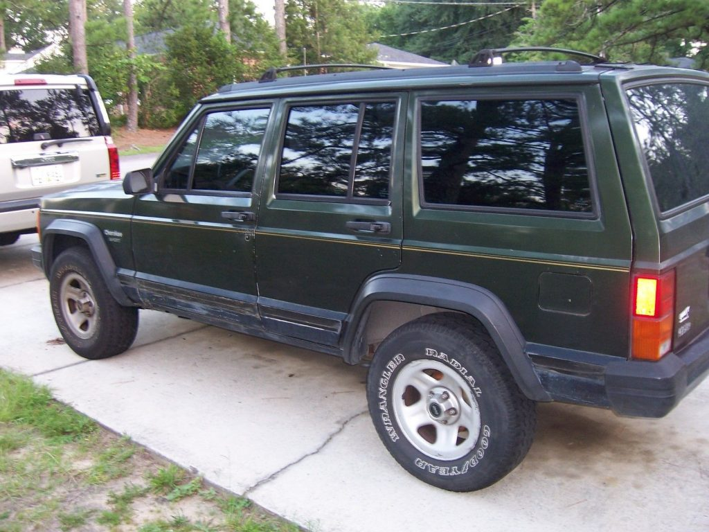 Well maintained 1995 Jeep Cherokee 4×4