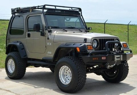 show stopper 2004 Jeep Wrangler X Lifted 4×4 for sale