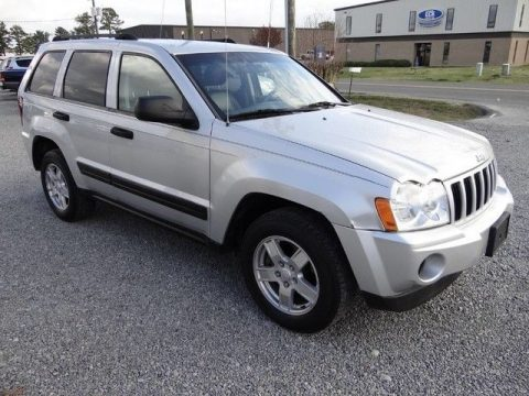 clean 2006 Jeep Grand Cherokee Laredo 4×4 for sale
