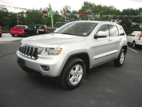 low miles 2011 Jeep Grand Cherokee Laredo 4×4 for sale