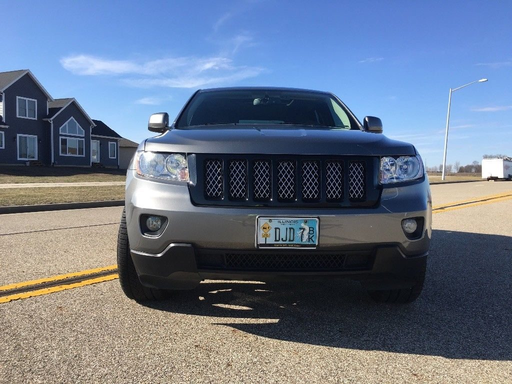 well maintained 2012 Jeep Grand Cherokee Laredo X 4×4