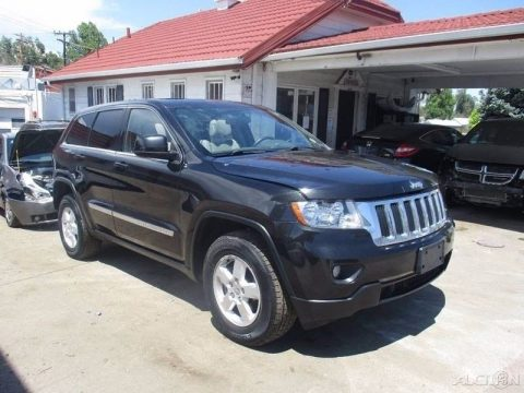 clean 2013 Jeep Grand Cherokee Laredo 4×4 for sale
