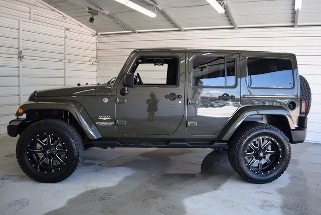 low mileage 2015 Jeep Wrangler Unlimited Sahara Lifted 4×4