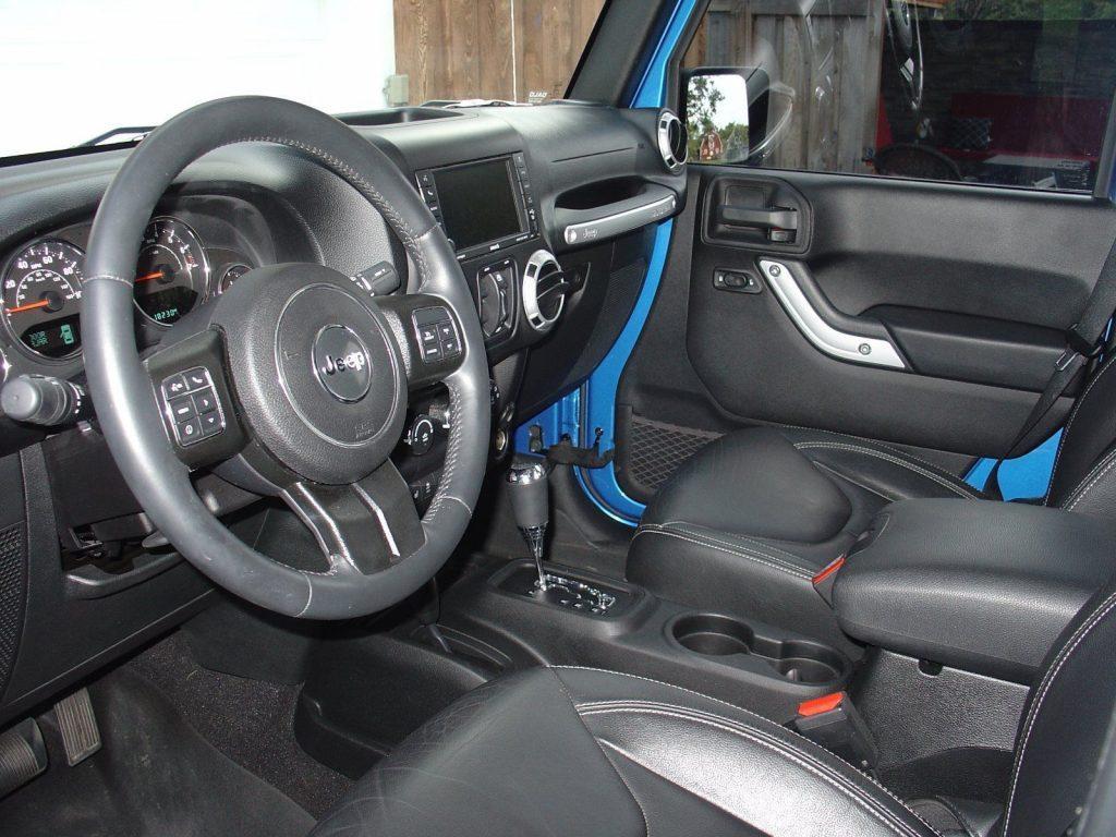 upgraded 2015 Jeep Wrangler Sahara 4×4