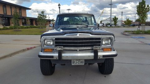 new paint 1990 Jeep Wagoneer 4×4 for sale
