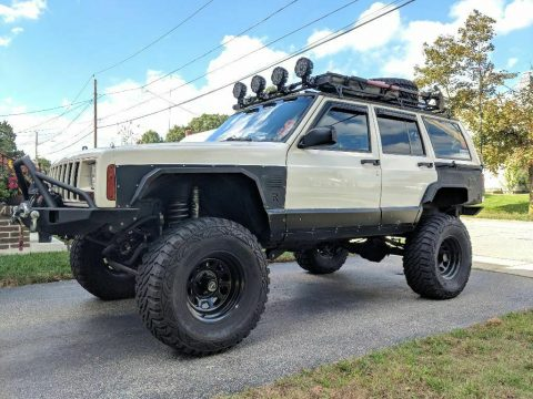 well modified 1999 Jeep Cherokee Sport/Classic 4×4 for sale
