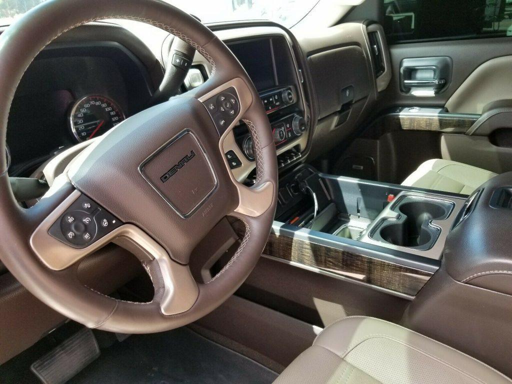 pristine 2015 GMC Sierra 2500 Denali Crew Cab 4×4