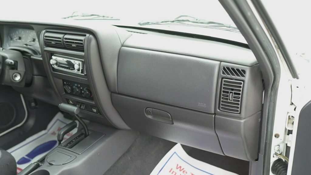 well serviced 2001 Jeep Cherokee Sport 4×4