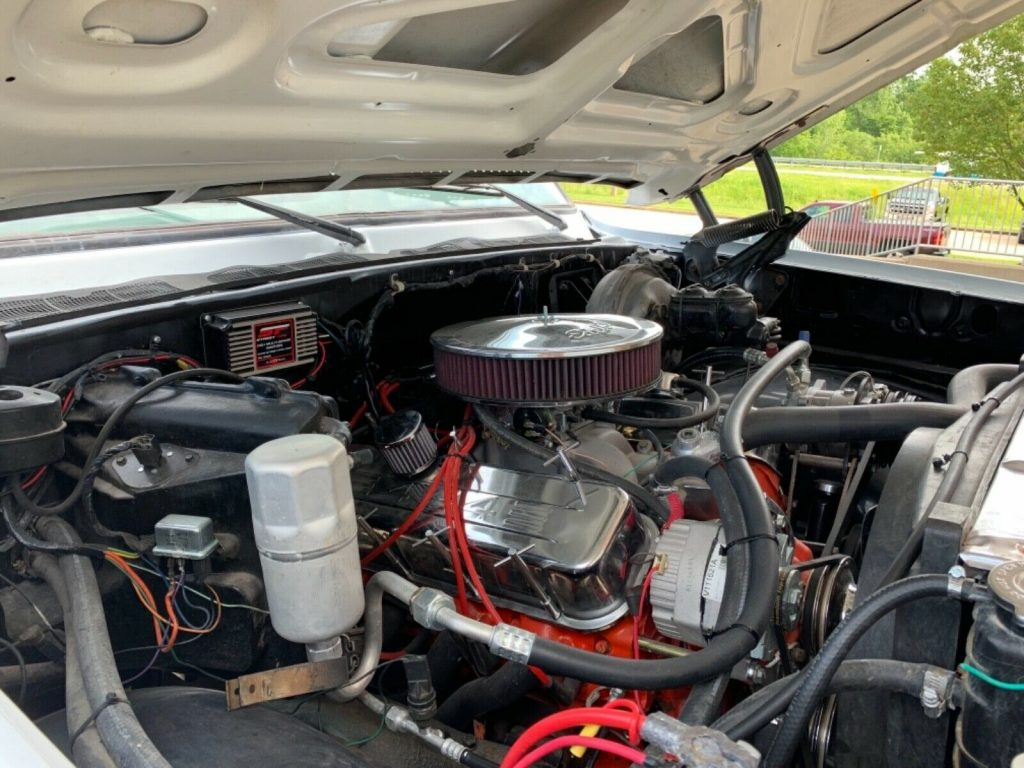 upgraded 1976 Chevrolet 2500 Pickup 4×4