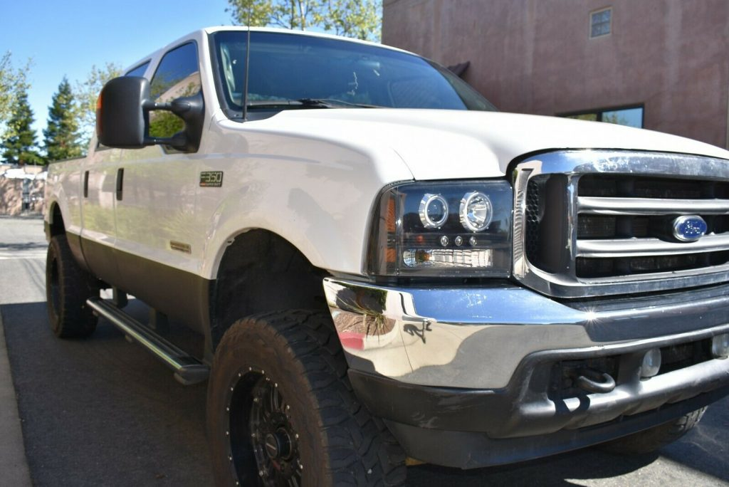 upgraded 2003 Ford F 350 Lariat pickup 4×4