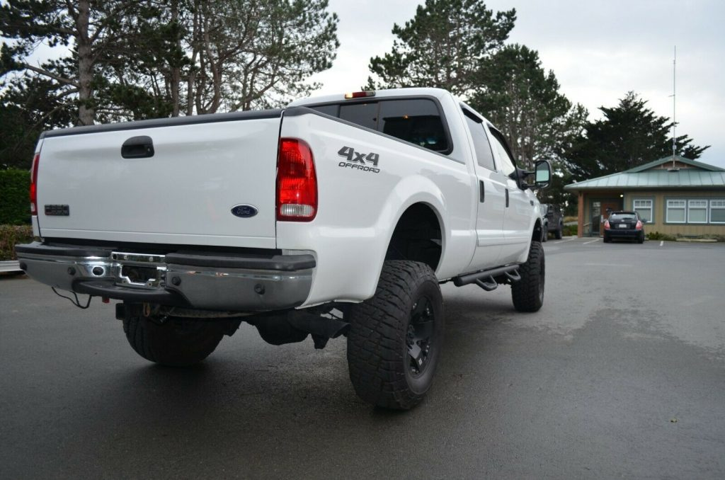 well equipped 2002 Ford F 350 Lariat pickup 4×4