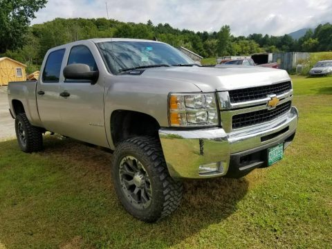 well maintained 2007 Chevrolet Silverado 2500 pickup 4×4 for sale