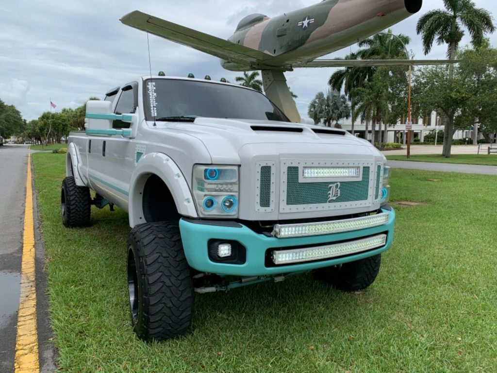 well modified 2008 Ford F 350 FX4 pickup 4×4
