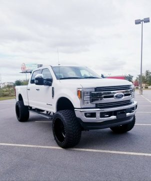 immaculate 2017 Ford F 250 LARIAT 4×4 for sale