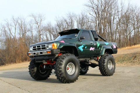 badass 1985 Toyota Pickup SR5 monster truck 4×4 for sale